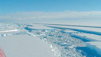es di kutub selatan mencair?